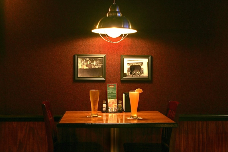 cropped-leonardtown-restaurant-table-with-beers-1